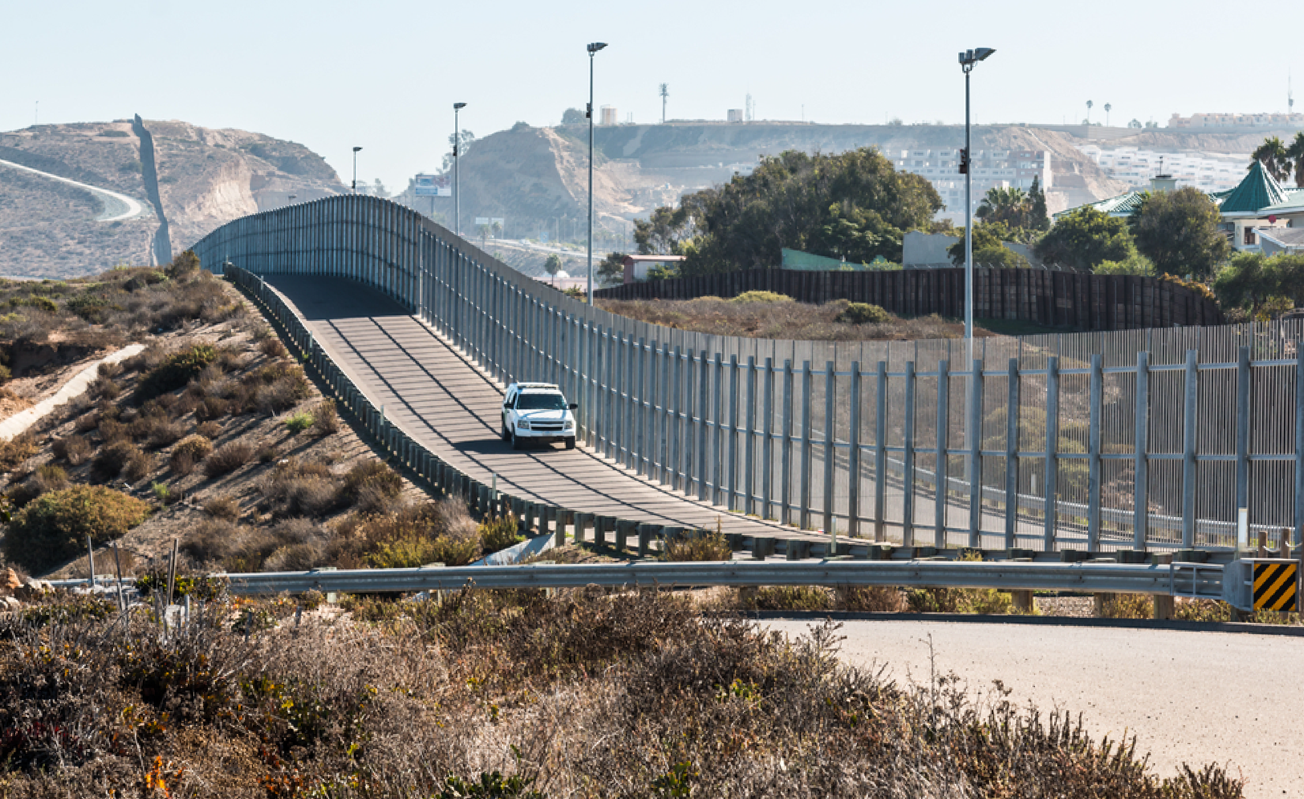 car-patrolling-us-mexico-border